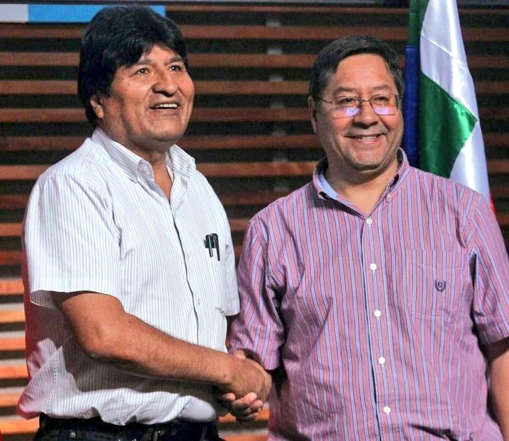 玻利維亞18日舉行總統大選投票,前總統莫拉萊斯(左)因選舉舞弊,被禁止參與這次大選。但他的接班人、社會主義運動黨黨魁阿爾斯(右)自1月獲得提名以來,在所有民調都保持領先。(圖取自facebook.com/EvoMASFuturo)