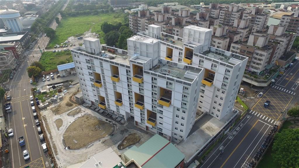 內政部次長花敬群20日保證,未來4年至少會蓋約6萬到7萬戶的社會住宅,每個案場都會有智慧建築合格級以上的標章。圖為台中大里光正段社會住宅。(圖取自台中市政府網頁taichung.gov.tw)