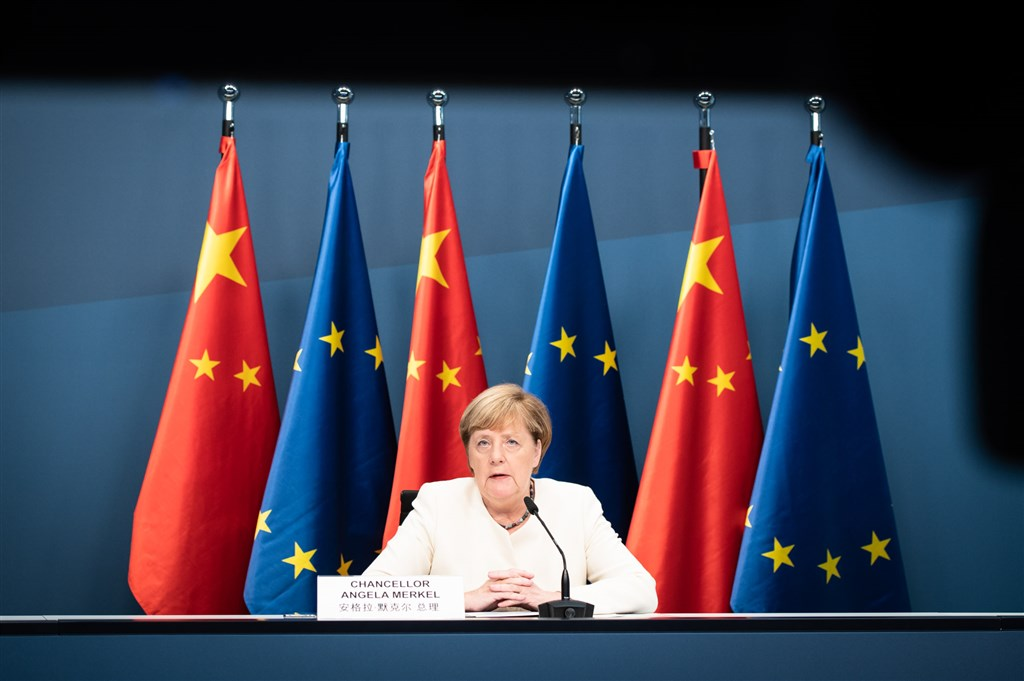 德國總理梅克爾鼓勵國內企業,在亞太地區爭取新的市場。圖為梅克爾9月參加歐中視訊峰會。(圖取自twitter.com/RegSprecher)