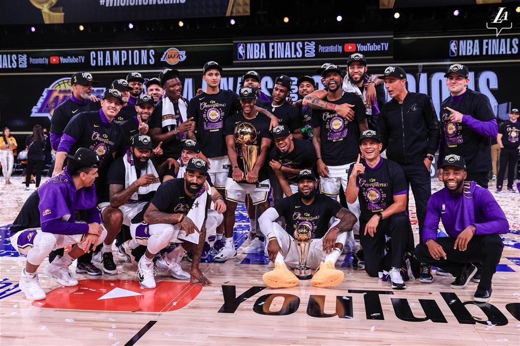 NBA今年3月停賽後,直到7月底才重啟賽季,最終由湖人封王。(圖取自twitter.com/Lakers)