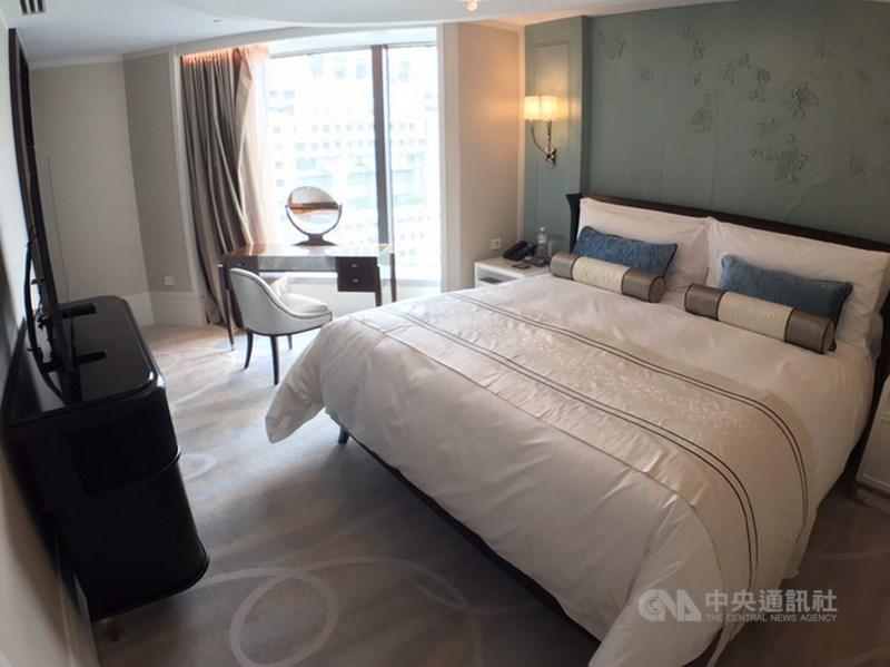 台北文華東方酒店受疫情影響,6月起暫停訂房服務,但隨疫情趨緩,餐飲業績回升,將從12月起恢復訂房。(中央社檔案照片)