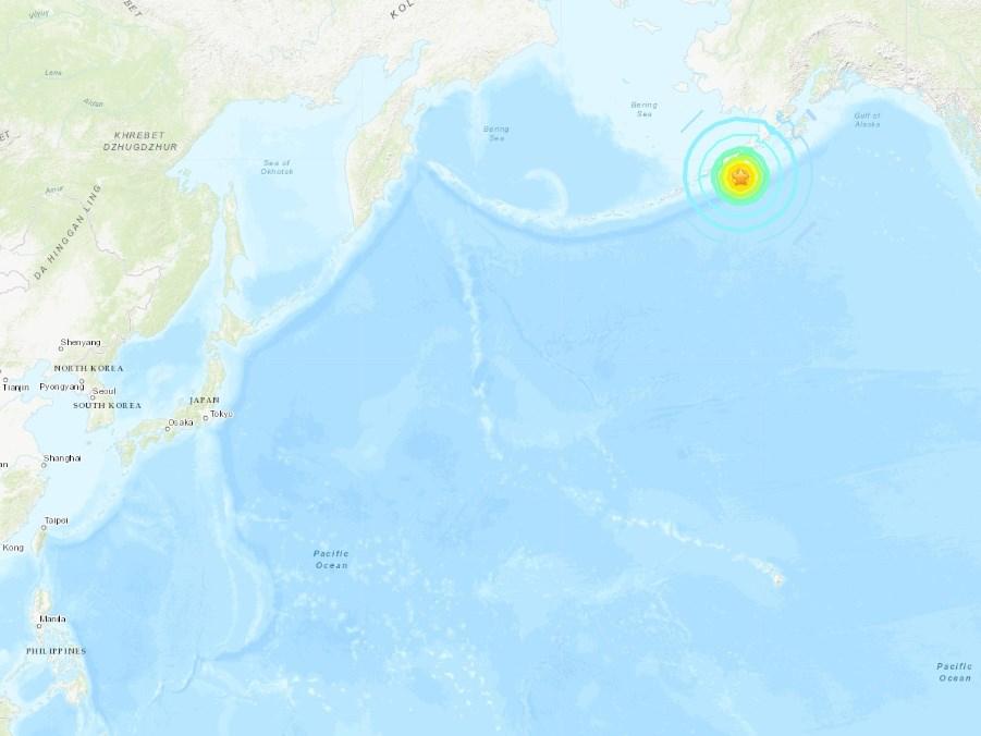 美國阿拉斯加州外海(星號處)19日發生規模7.5強震,引發61公分高小型海嘯。(圖取自美國地質研究所網頁earthquake.usgs.gov)