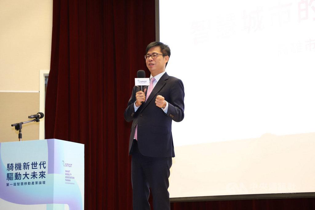 高雄市長陳其邁21日出席產業論壇,以「智慧城市的治理與願景」為題,分享高雄城市經驗與解決方案,他說,台灣第一個最完整的5G、AIOT示範場域會座落在高雄的亞洲新灣區,預計明年初可建構好。(高市府提供)中央社記者王淑芬傳真 109年10月21日