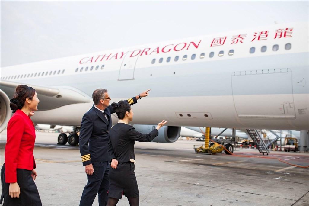 香港國泰航空公司因武漢肺炎衝擊而陷入財困,公司被逼大規模裁員之餘,更宣布中止港龍航空營運。(圖取自facebook.com/cathaydragon)