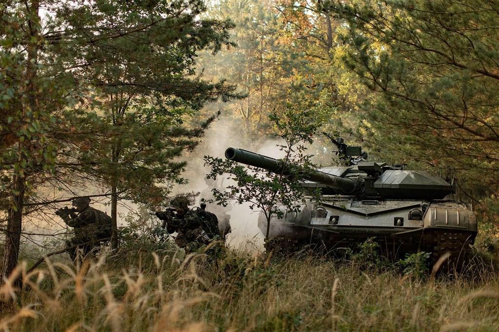 媒體報導,捷克軍火企業Excalibur Army7日向中科院簡報,簡報後72小時卻遭中國掌握施壓。圖為Excalibur Army產品T-72 Scarab升級改良戰車。(圖取自facebook.com/excaliburarmy)