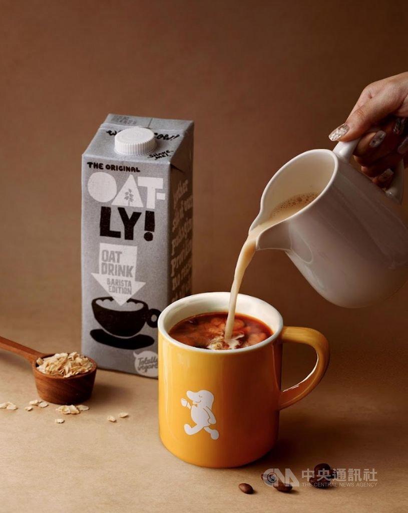 台灣咖啡界今年興起「植物奶」風潮,對地球友善、營養價值高等優勢,吸引了消費者。(Cama Cafe提供)中央社記者江明晏傳真 109年10月24日