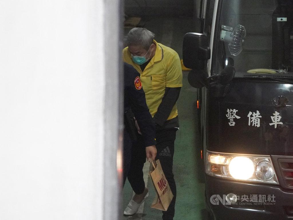 遠東航空公司董事長張綱維(圖)羈押期限29日屆滿,台北地方法院26日提訊開庭,調查有無繼續羈押必要。中央社記者徐肇昌攝  109年10月26日