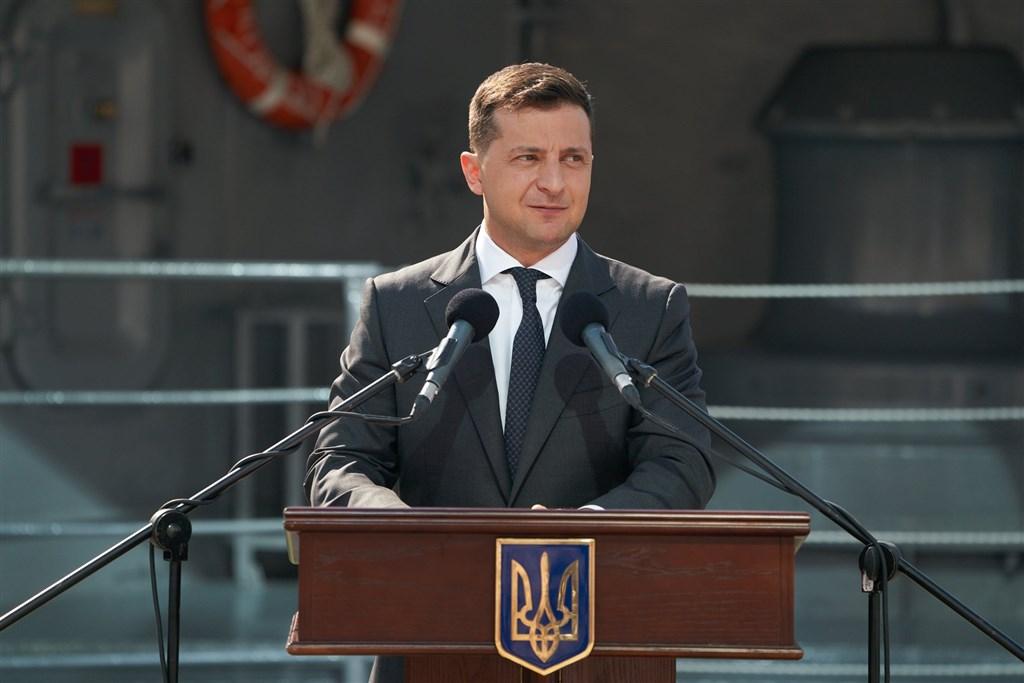出口民調顯示,烏克蘭總統澤倫斯基率領的執政黨在25日舉行的地方選舉吃鱉。(圖取自facebook.com/zelenskiy95)