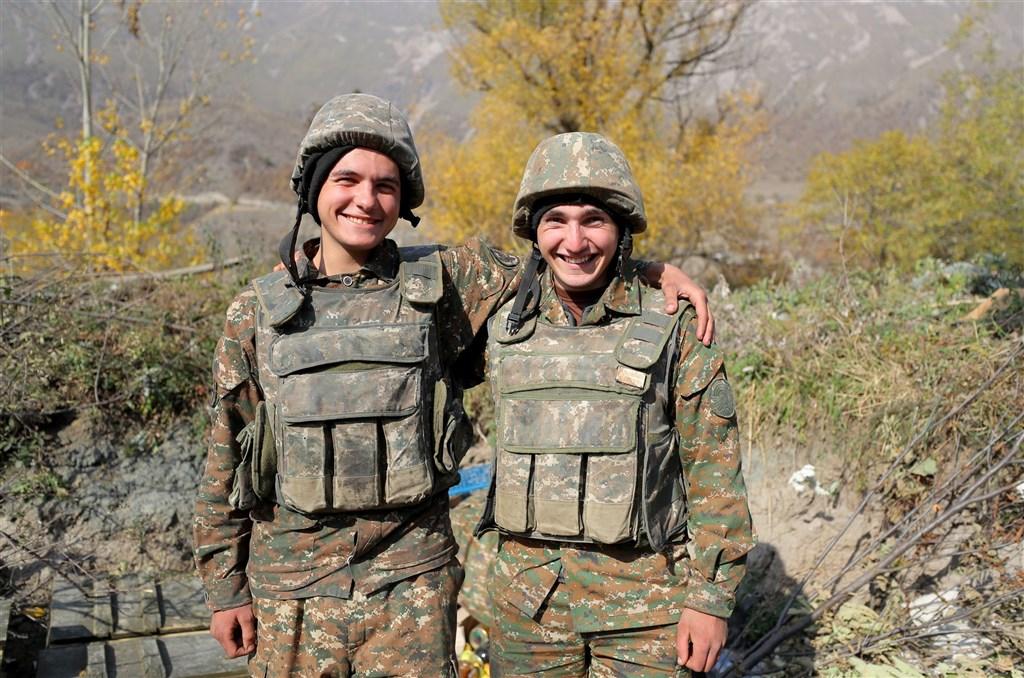 美國國務院25日宣布,亞美尼亞和亞塞拜然兩國再度同意遵守「人道停火」且26日起生效。圖為亞美尼亞士兵。(圖取自twitter.com/ArmeniaMODTeam)