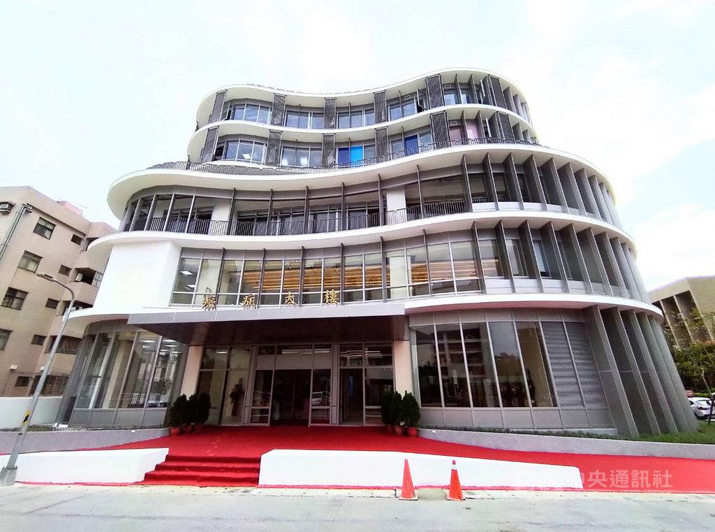 台北醫學大學27日上午舉行附設醫院台北癌症中心大樓落成典禮,預計110年4月啟用。中央社記者陳偉婷攝  109年10月27日