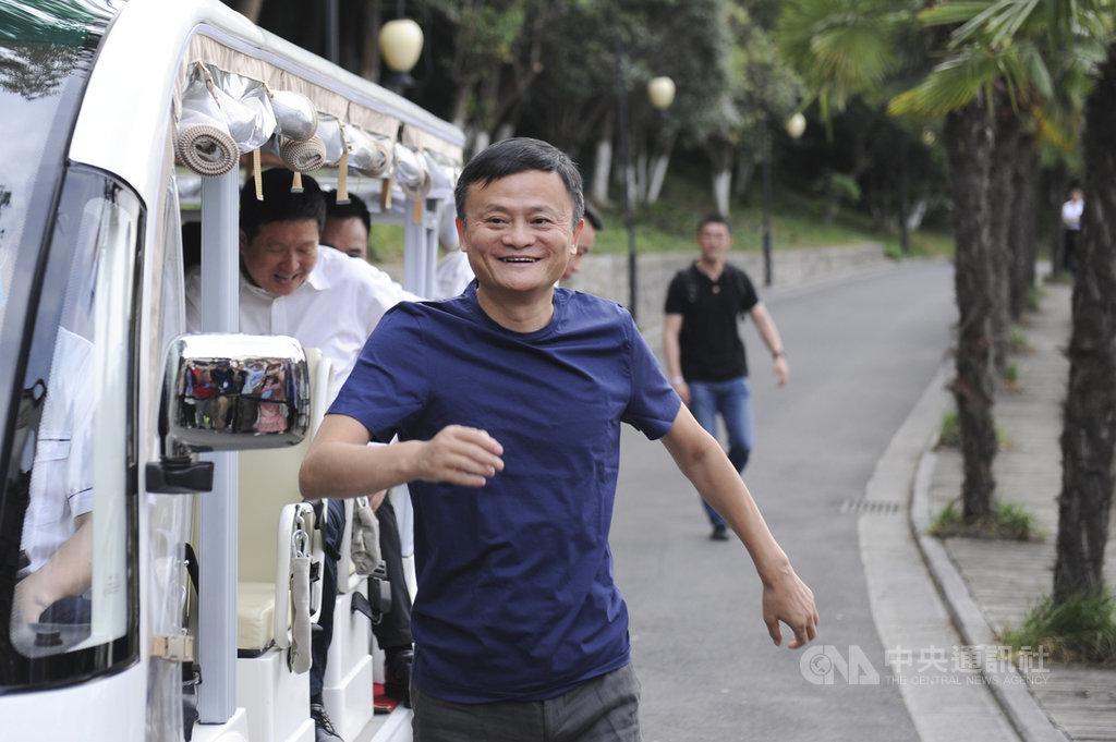 陸媒27日報導,螞蟻集團以創全球紀錄的募資規模完成首次公開募股(IPO)後,中國阿里巴巴集團聯合創始人馬雲可望躍為全球第11大富豪。(中新社資料照)中央社 109年10月27日