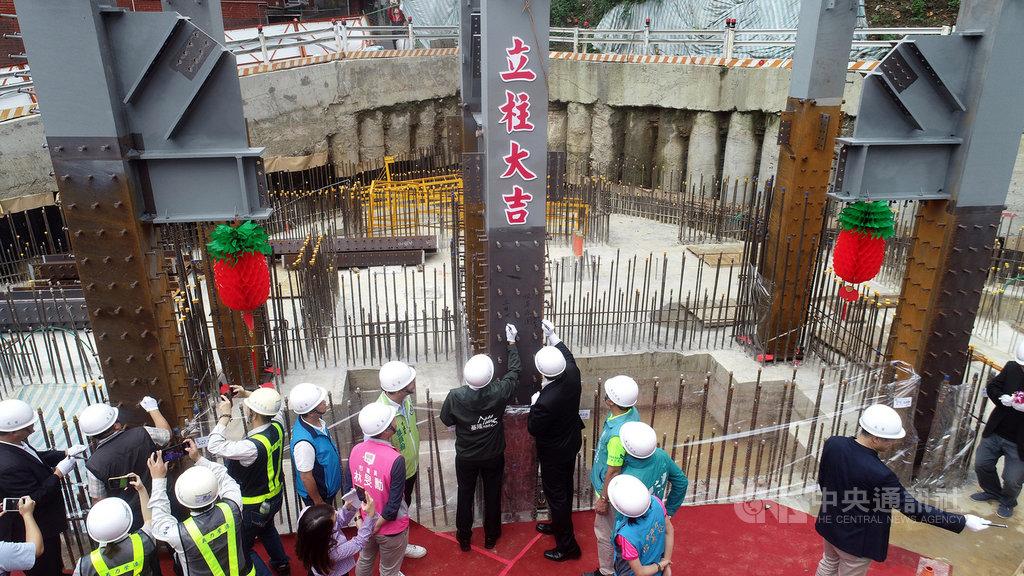 基隆市政府表示,高約50公尺的基隆地標豎梯27日舉行鋼構立柱典禮,預計2021年6月完工。(基隆市政府提供)中央社記者沈如峰基隆傳真 109年10月27日