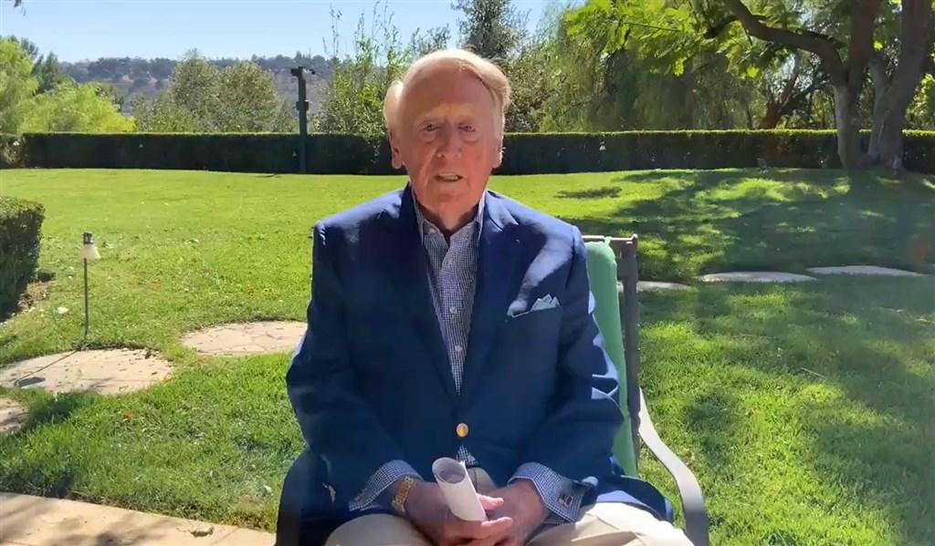 美國職棒洛杉磯道奇隊奪隊史第7冠,高齡92歲的退休播報員史卡利談到,等了32年才又奪冠實在太久,但「這就是道奇的魅力」。(圖取自twitter.com/TheVinScully)