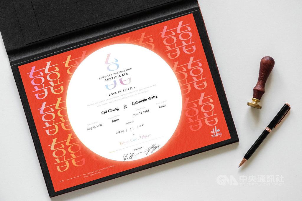 台北市政府民政局29日宣布,將推出「外國同性伴侶紀念證書」,預計11月中旬起受理申請。(台北市民政局提供)中央社記者李宛諭傳真 109年10月29日