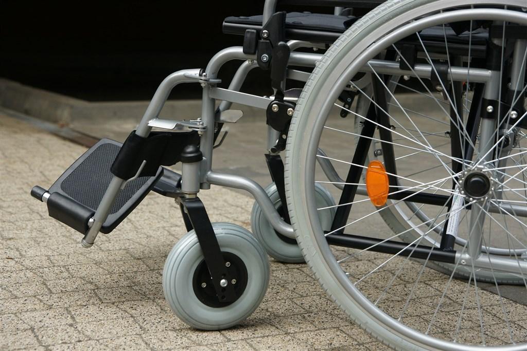 台中市一名身障高中生在15分鐘內連被3班公車拒載,市府表示,追究公車業者、司機的責任。(示意圖/圖取自Pixabay圖庫)