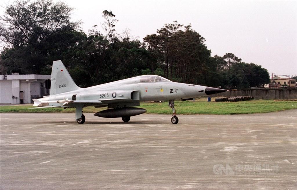 有媒體報導「F-5戰機汰換計畫晚了5年是發生意外的致命關鍵點嗎?」漢翔公司30日聲明,報導內容與事實顯有出入。圖為F-5E同機型戰鬥機。(中央社檔案照片)