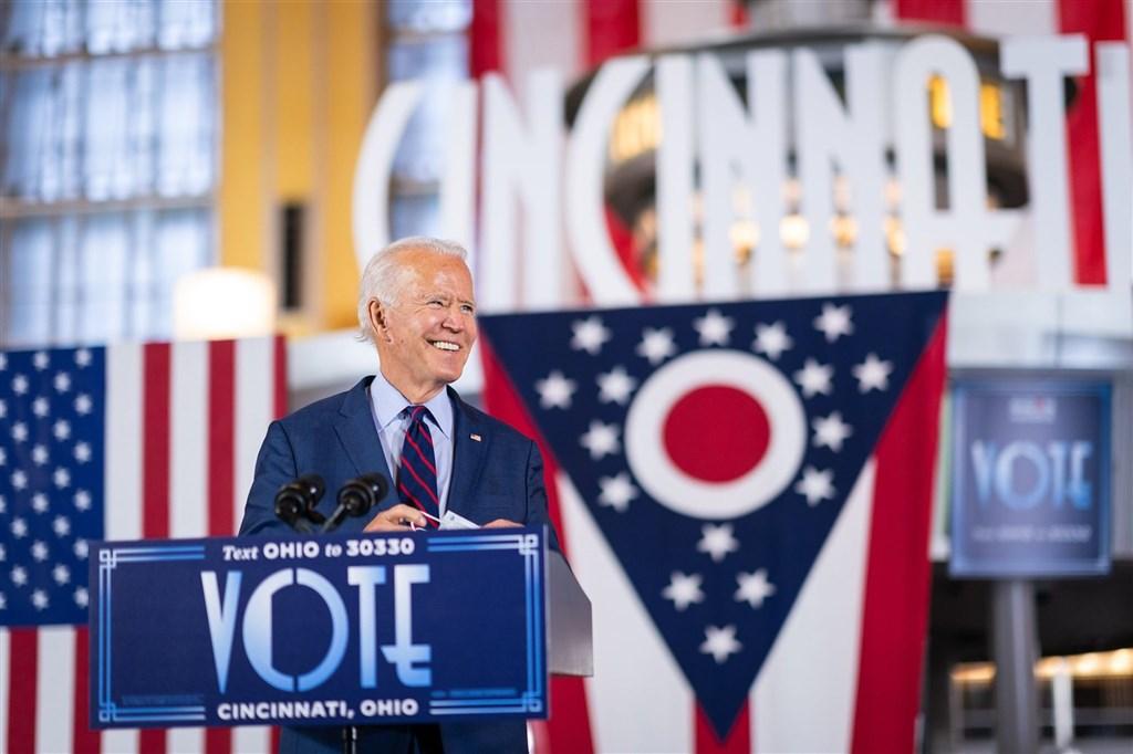 根據華郵和美國廣播公司新聞網2份民調,拜登在密西根州握有微幅領先,在威斯康辛州則享有明顯優勢。(圖取自facebook.com/joebiden)