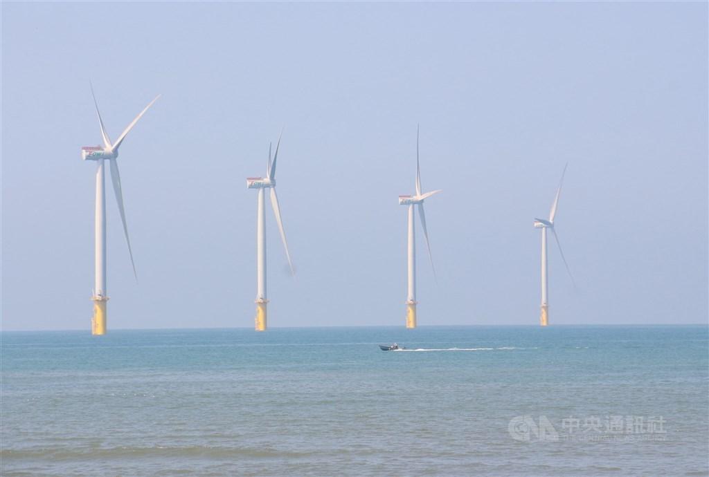 台灣綠能產業持續獲僑外投資青睞,10月丹麥商以新台幣180億元擴大投資沃旭能源,拉高2020年前10月投資金額至73億4517萬5000 美元。(中央社檔案照片)