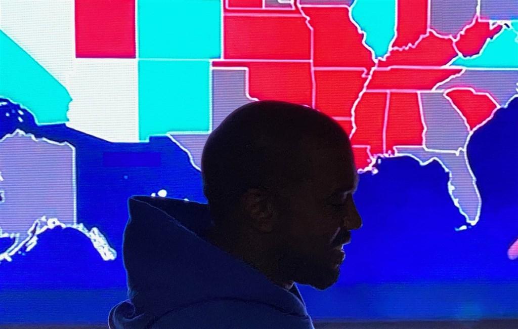 美國饒舌歌手肯伊威斯特在總統大選把票投給自己,隨後承認敗選,但貼文暗示2024年會再次參選。(圖取自twitter.com/kanyewest)