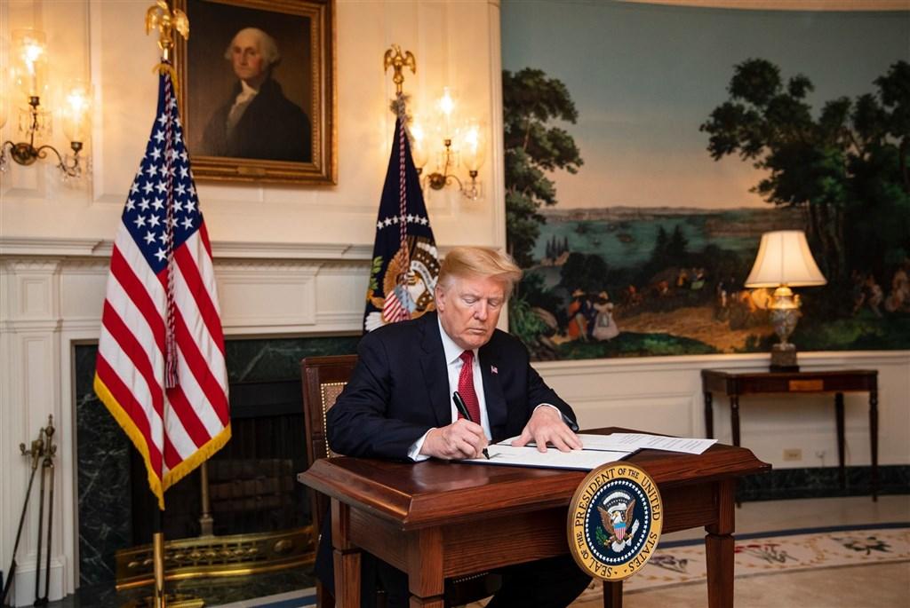 美國總統川普近4年來不斷打破常規,如今任期即將進入最後2個多月。(圖取自facebook.com/WhiteHouse)