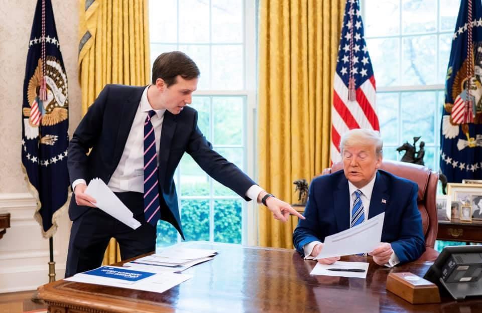 美國有線電視新聞網報導,美國總統川普(右)的女婿庫許納(左)曾就是否承認總統大選失敗的問題,詢問過川普意見。(圖取自facebook.com/IvankaTrump)