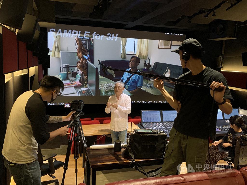 台灣音效大師杜篤之(中)受邀為成立百年的「美國電影電視工程師協會」(SMPTE)年會講者,成為年會歷史第一位華語講者。(Ambidio提供)中央社記者葉冠吟傳真 109年11月9日