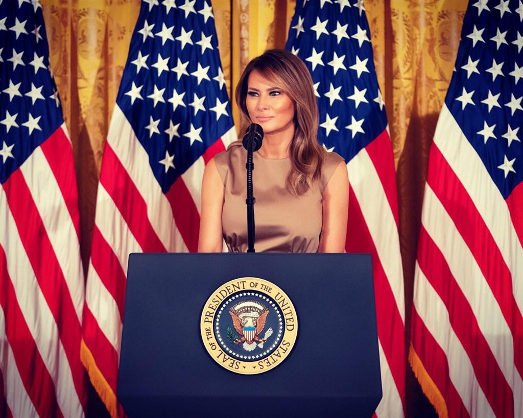 美國第一夫人梅蘭妮亞(圖)在推特寫道:「美國人民值得擁有公平的選舉。每張合法(不是非法的)選票,都應列入計算。」(圖取自twitter.com/FLOTUS)