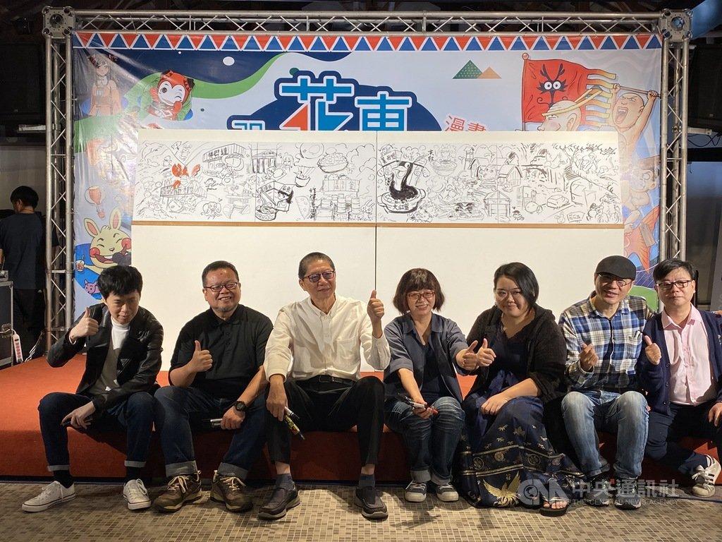 漫畫家敖幼祥(左3)創作40週年舉行特展,邀請各具風格的本土漫畫家共同展出作品,10日舉行記者會。中央社記者李先鳳攝 109年11月10日