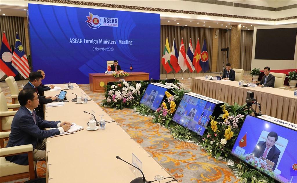 第37屆東協峰會12至15日以線上方式在河內登場。在10日的東協外長會議上,與會外長要求督促「區域全面經濟夥伴協定」(RCEP)等新一代貿易協議談判與簽署。(取自第37屆東協峰會網站)中央社記者陳家倫河內傳真 109年11月10日