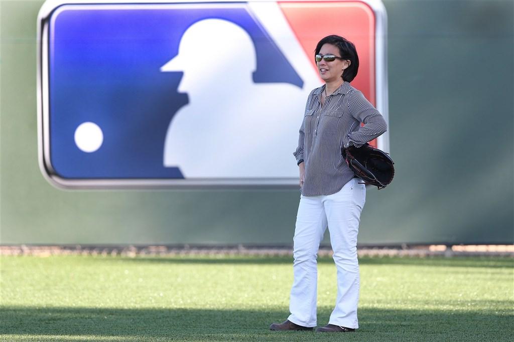 邁阿密馬林魚隊13日宣布,任命有華裔背景的伍佩琴(Kim Ng)擔任球團總經理。(圖取自twitter.com/MLB)