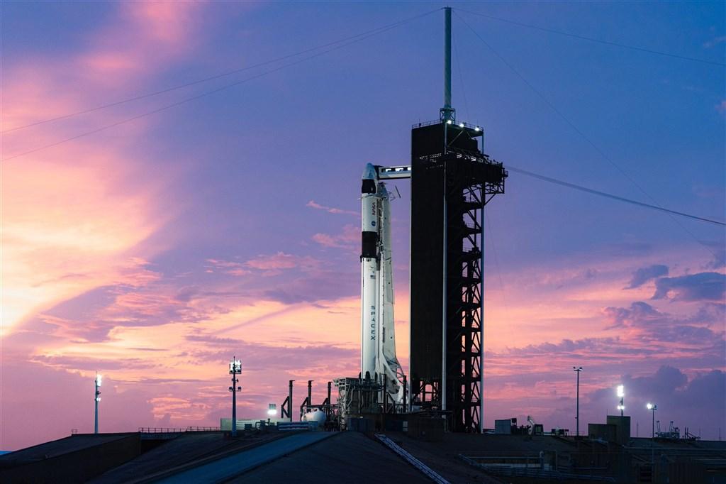 SpaceX火箭15日成功從佛羅里達州甘迺迪太空中心升空,承載4名太空人前往國際太空站(ISS)。(圖取自twitter.com/elonmusk)