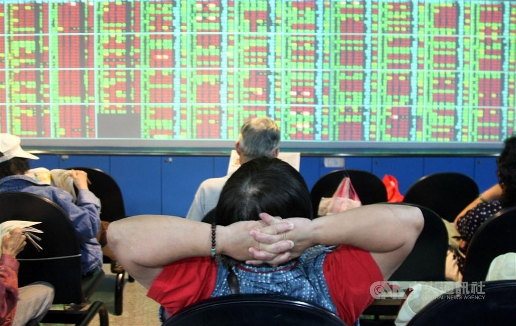 台股17日早盤一度大漲逾200點,價量齊揚來到13780點再創新高。(中央社檔案照片)