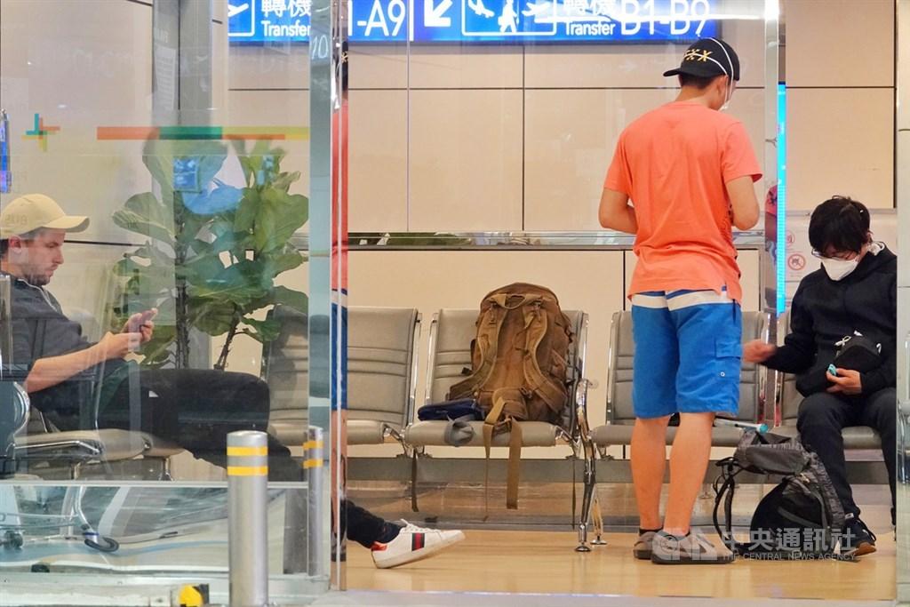 中央流行疫情指揮中心宣布,自12月1日起,入境台灣不分國籍都需武漢肺炎核酸檢驗陰性證明。圖為桃園機場。(中央社檔案照片)