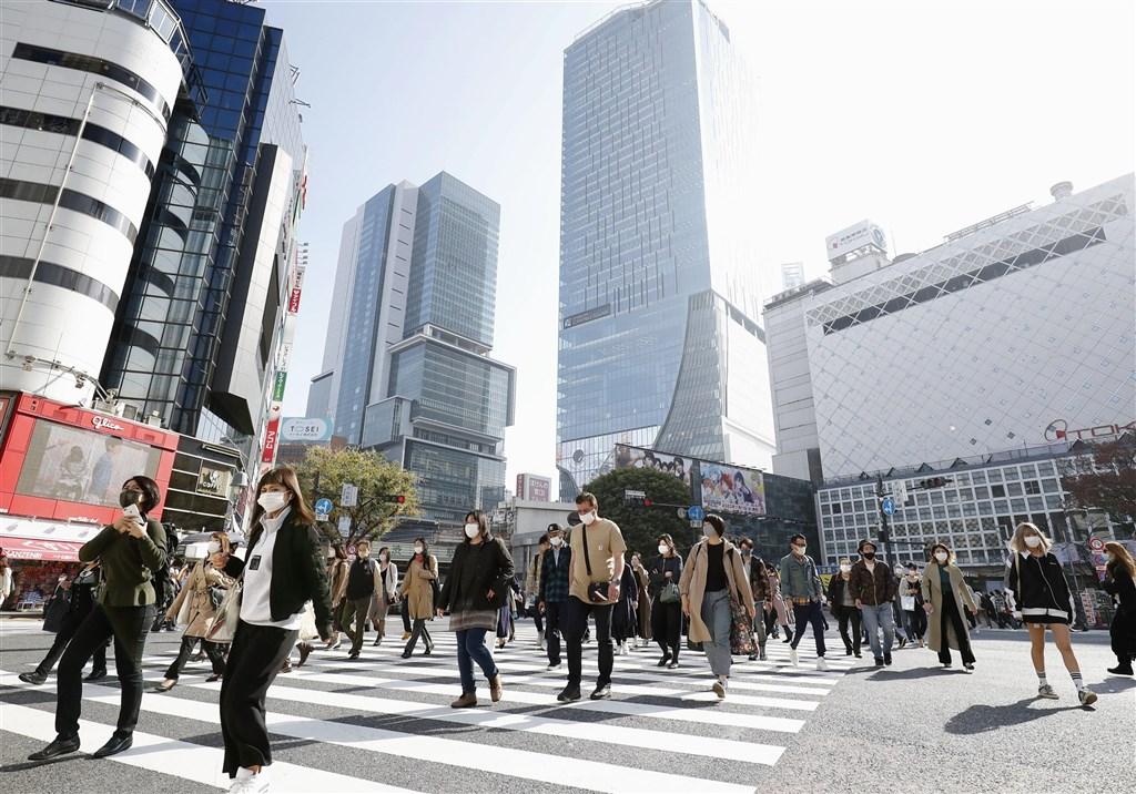 日本東京都19日新增武漢肺炎確診病例534例,創新高紀錄,警戒等級提高到最高級。圖為19日東京澀谷街頭。(共同社)