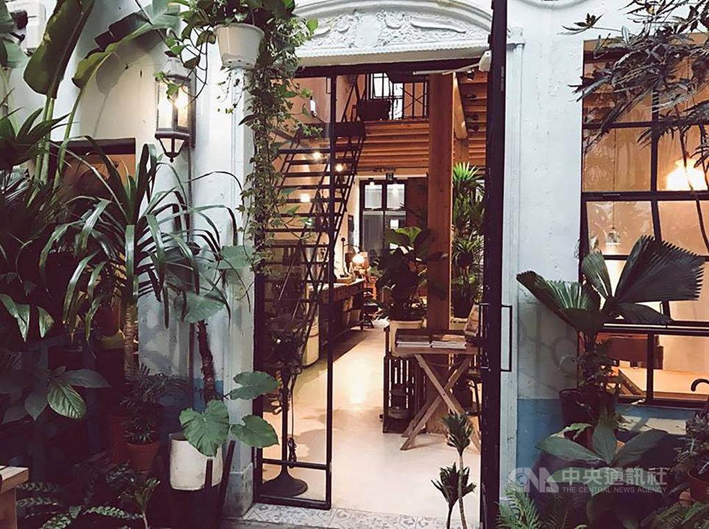台南是許多民眾美食之旅首選目的地,全球知名訂房網站20日公布「2021年5大新興旅遊類型」,特別推薦入住「來了 Laile」,可在大啖美食同時體驗老屋改造的住宿氛圍。(Booking.com提供)中央社記者汪淑芬傳真 109年11月20日