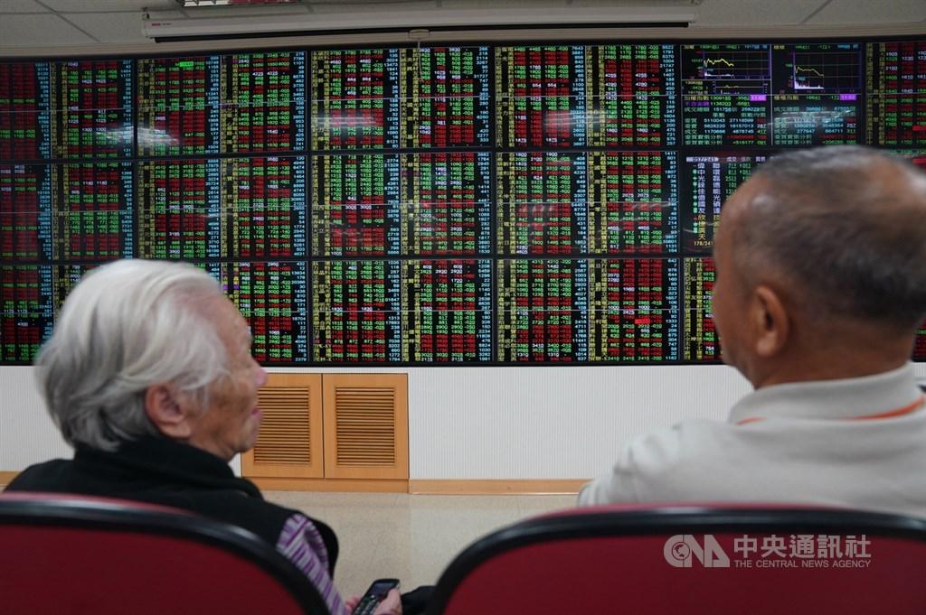台股20日終場小跌5.99點,收13716.44點,力守13700點關卡。(中央社檔案照片)