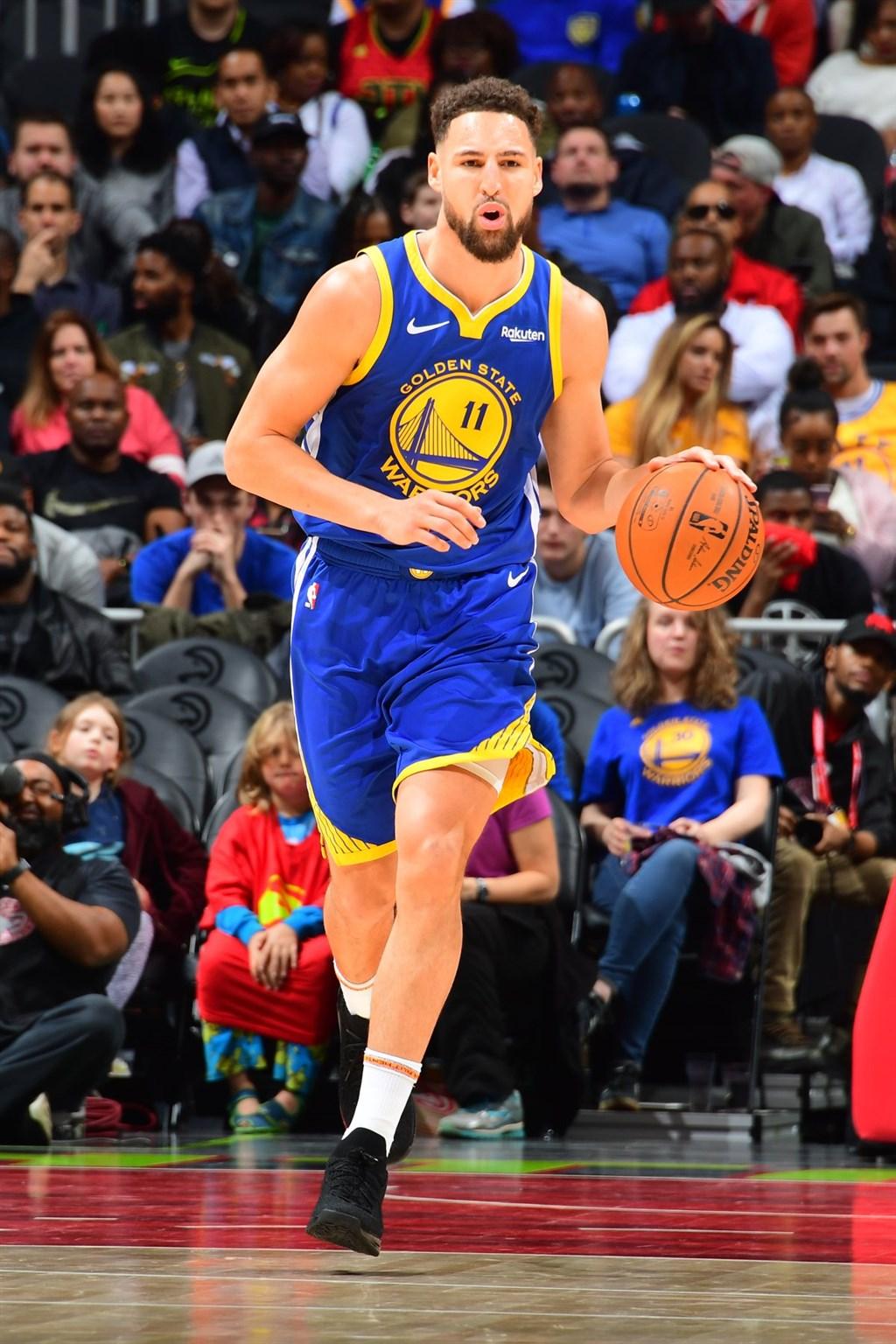 美國職籃NBA金州勇士隊19日證實,陣中明星得分後衛湯普森(前)18日在南加州訓練時右腳阿基里斯腱撕裂,下一季將整季報銷。(圖取自facebook.com/KlayThompson)