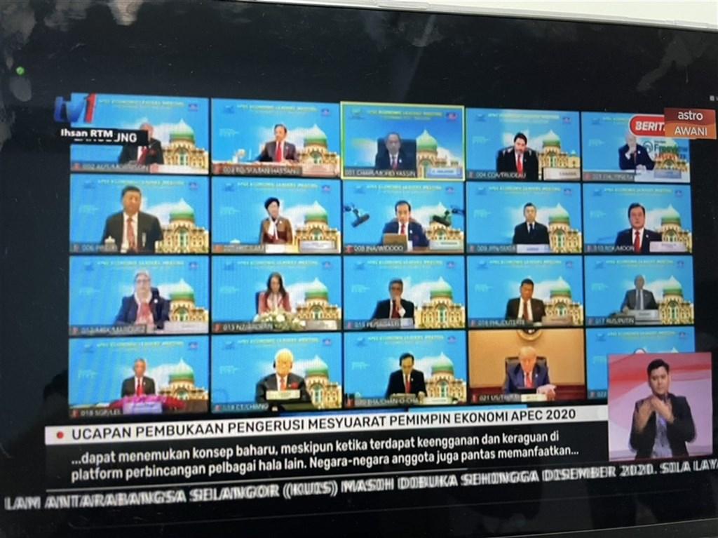 亞太經濟合作會議(APEC)領袖峰會20日首度以視訊方式進行,美國總統川普、中國國家主席習近平等領袖參與這場峰會。這也是川普自11月美國大選後,首度現身國際會議。(翻攝馬來西亞媒體轉播畫面)中央社記者侯姿瑩新加坡傳真 109年11月20日