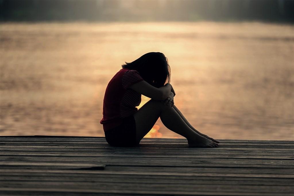 韓國12年前性侵女童至重傷而入獄的性侵犯趙斗淳12月中將刑滿出獄返家,引起當地居民恐慌,當年的受害者一家也被迫搬家。(示意圖/圖取自Pixabay圖庫)