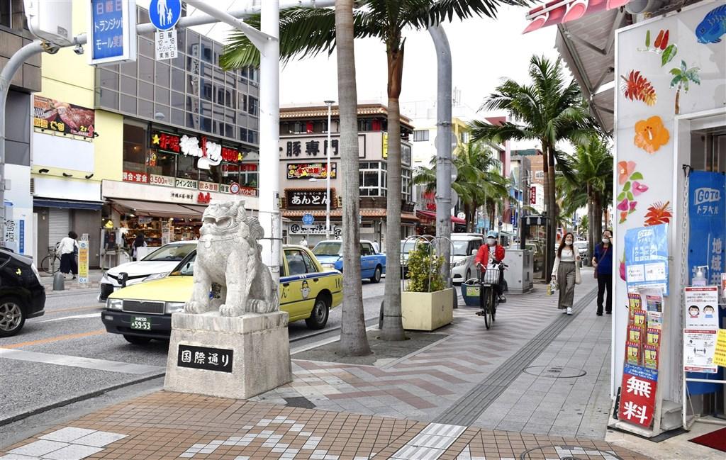 日本沖繩縣單日確診病例創3個月來新高,沖繩縣知事玉城鄧尼認為,「第3波疫情毫無疑問已經到來」。圖為12日沖繩那霸國際通街景。(共同社)