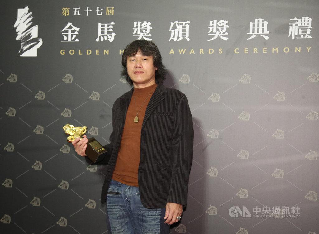 第57屆金馬獎頒獎典禮21日晚間在台北國父紀念館舉行,最佳美術設計獎由「同學麥娜絲」美術設計趙思豪獲得。中央社記者張新偉攝 109年11月21日