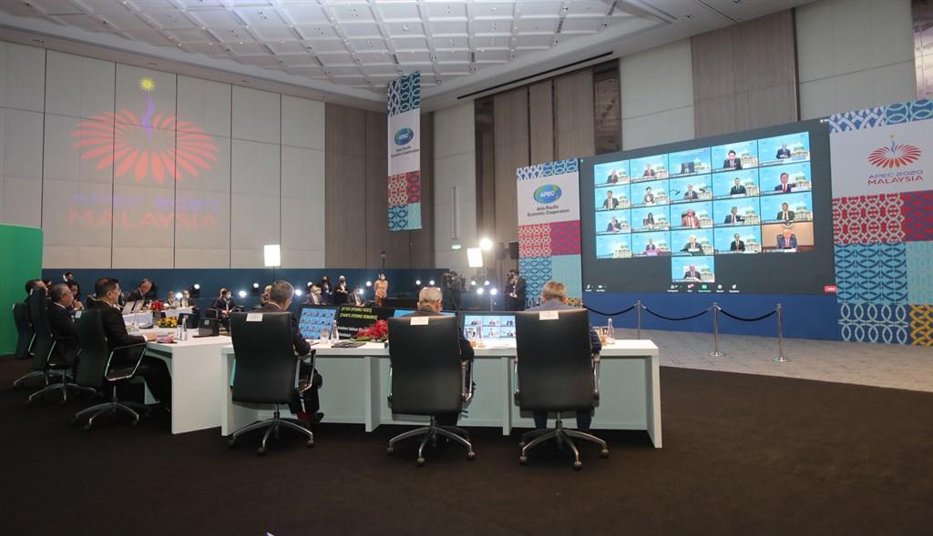 APEC領袖峰會20日晚間首度以視訊方式進行,美國總統川普、中國國家主席習近平等人出席,台積電創辦人張忠謀代表總統蔡英文參與。(APEC2020提供)中央社記者侯姿瑩新加坡傳真 109年11月20日