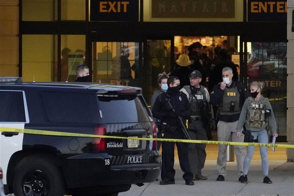 威斯康辛州一處購物中心20日發生槍擊案,至少有8人受傷,警方仍在追捕犯嫌。(美聯社)