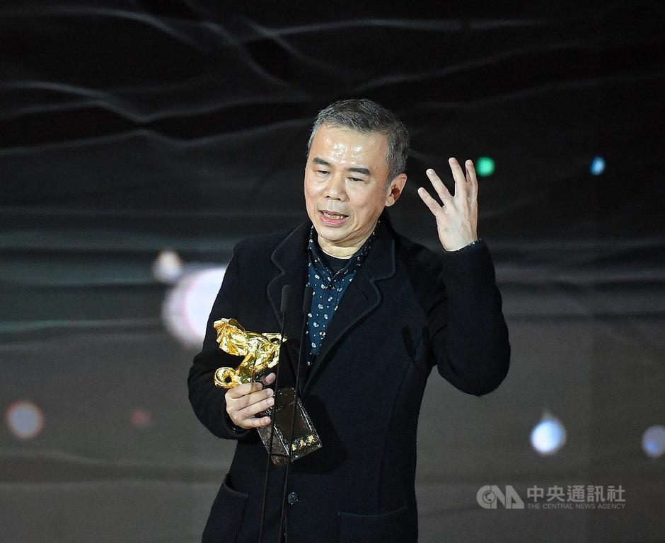 第57屆金馬獎21日晚間在台北國父紀念館舉行頒獎典禮,最佳導演由導演陳玉勳以電影「消失的情人節」拿下。中央社記者鄭清元攝 109年11月21日