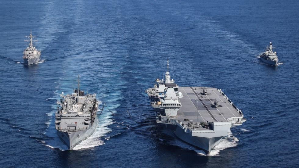 英國首相強生19日宣布,伊麗莎白女王號(右2)航空母艦2021年將率領英國與盟邦組成的特遣艦隊,執行20年來規模最大的部署任務,範圍涵蓋地中海、印度洋及東亞。(圖取自英國皇家海軍網頁royalnavy.mod.uk)