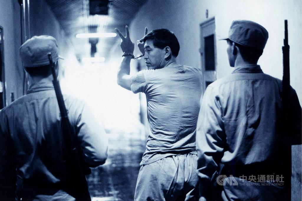 電影「超級大國民」由導演萬仁執導,將在2020自由影展放映,全片以1950年代「白色恐怖」影響為主軸,講述當時參與讀書會被判無期徒刑的主角許毅生,內疚於自己曾出賣好友,出獄後探訪友人等的沉重心路歷程。(2020自由影展提供)中央社記者王心妤傳真 109年11月24日