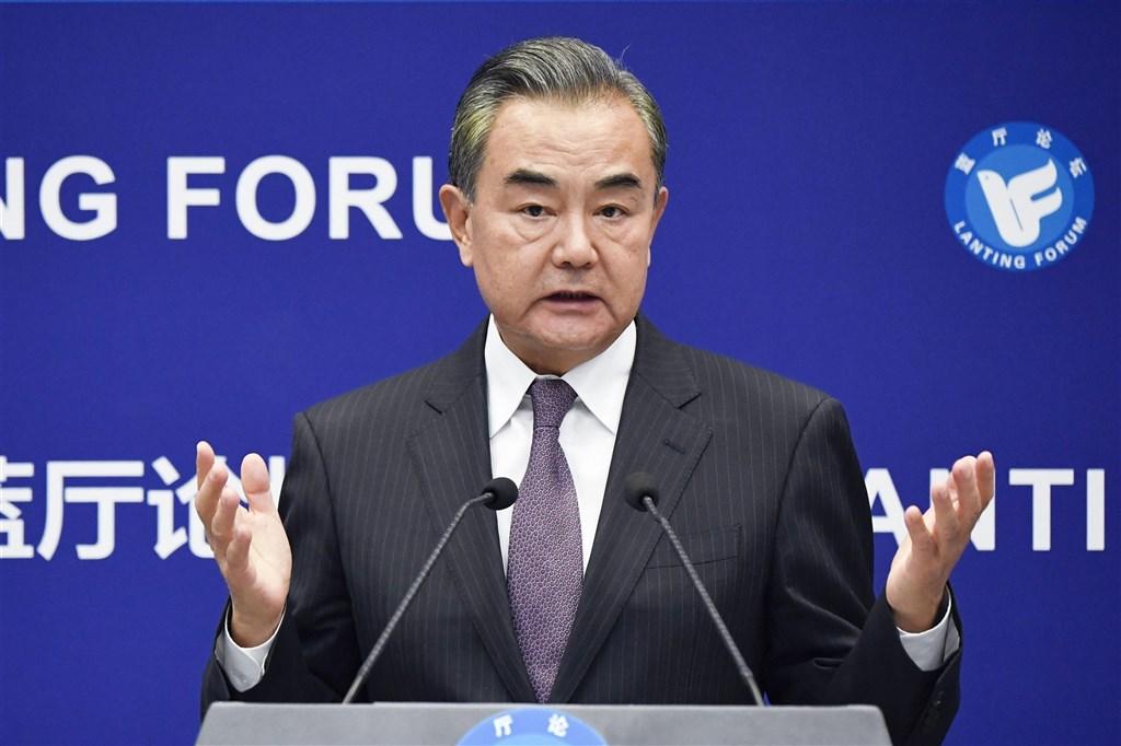 中國外交部長王毅24日訪問日本,將與外相茂木敏充會談。日本媒體分析,王毅此行目的是想瓦解「包圍中國網」。(共同社)