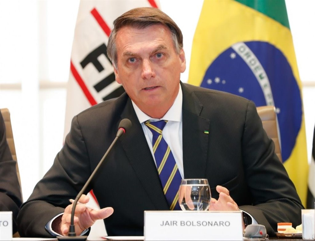 巴西總統波索納洛(圖)的兒子23日在社群媒體發文表示,巴西支持美國乾淨網路計畫,建立一個沒有中國間諜活動的安全5G,此舉讓各界擔憂掀起外交危機。(圖取自facebook.com/jairmessias.bolsonaro)