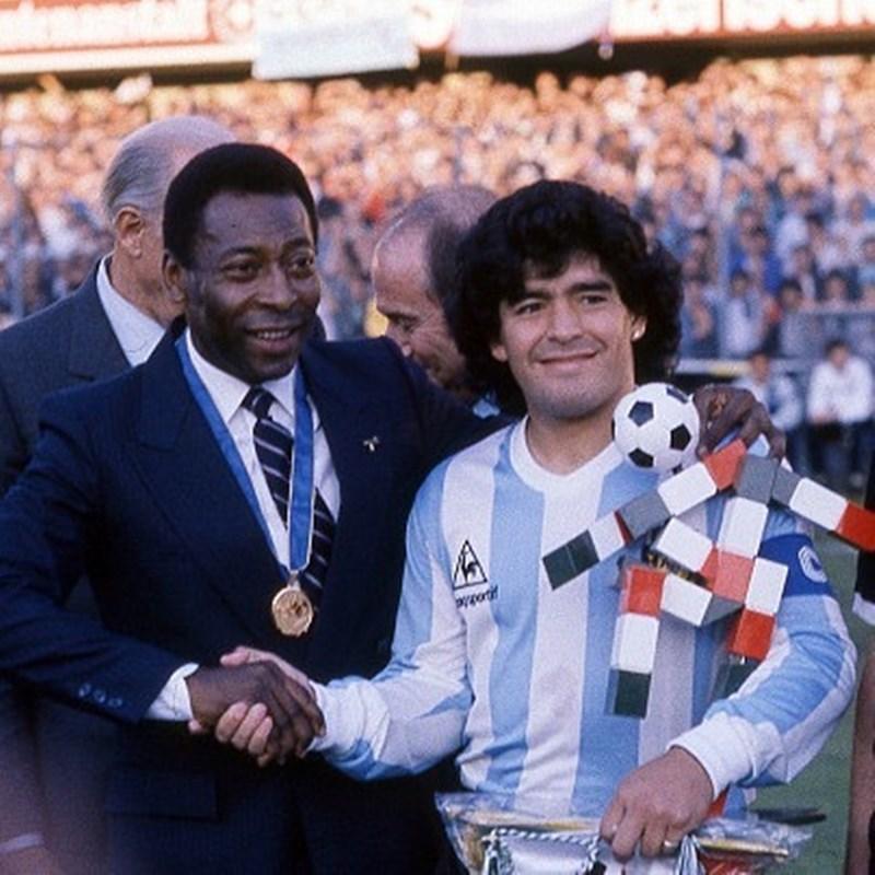 阿根廷足球傳奇馬拉度納(右)25日逝世,世界盃冠軍的傳奇「球王」比利(左)藉聲明表達哀悼。(圖取自instagram.com/pele)