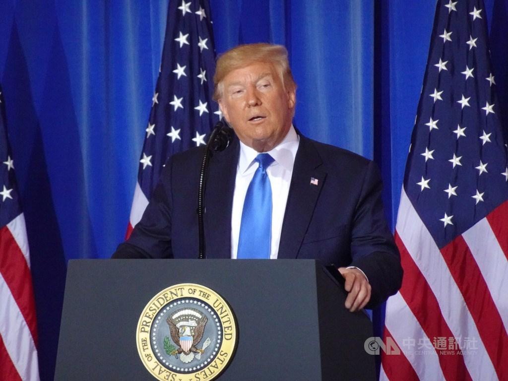 美國總統川普(圖)26表示,若選舉人團把票投給民主黨總統候選人拜登,他將離開白宮。(中央社檔案照片)